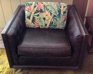 MVF004 Vintage Brown Leather-Like Arm Chair