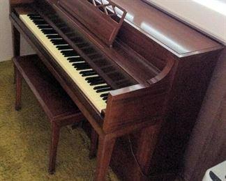 MVF011 Kawai Piano