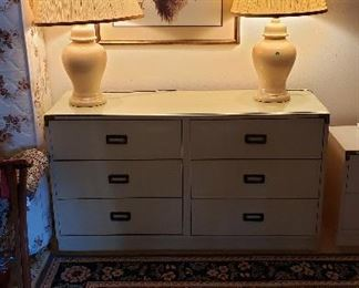 Rug w/navy floral, framed print, lamps, mid century dresser