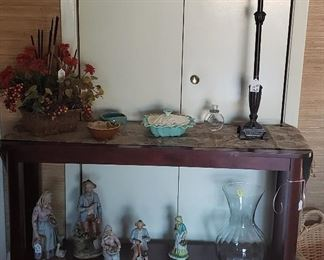 Sofa table, floral, lamp, figurines