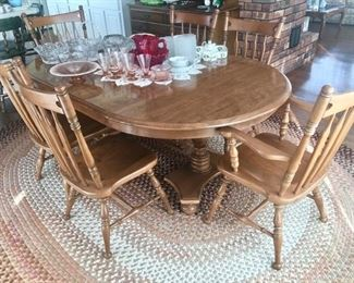 Dining room table w/ 2 leaves &6 chairs, large braided area rug