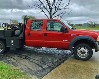 2006 F450 XLT 6.0 321,000 miles, 55,000 on New Ford Crate Motor, one owner $14,000.