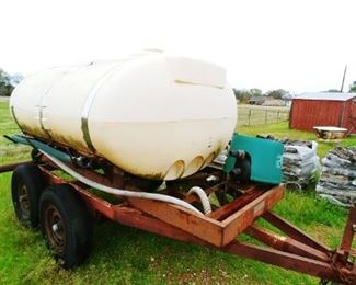 1000 gallon tank, working motor, great for dust, spraying cattle and fire containment