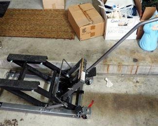 Pittsburgh ATV/Motorcycle Lift, 1500 Pound Capacity, Model 61632