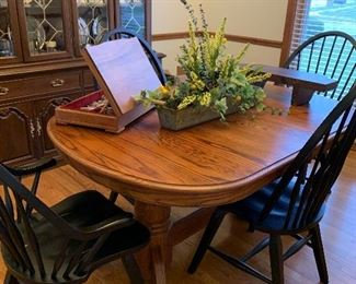 Dining Room Table with Solid oak Table and 4 chairs in EXCELLENT, LIKE NEW CONDITION, $269