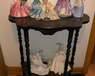 Occasional table and figurines