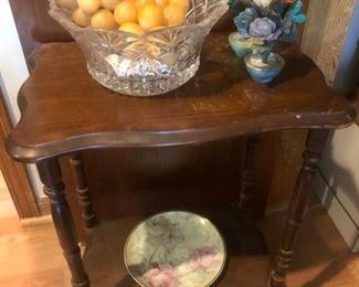 Occasional table and decor