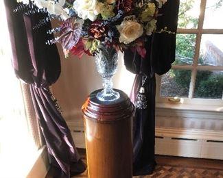 Pair vases and pedestals