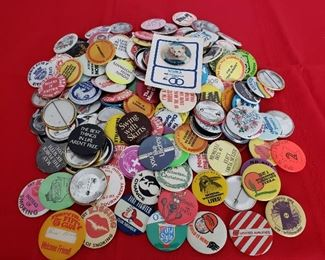 Advertising Pins and Buttons #4 https://ctbids.com/#!/description/share/355132