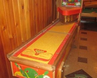1950 United's 6 Player Deluxe Shuffle Alley $500.