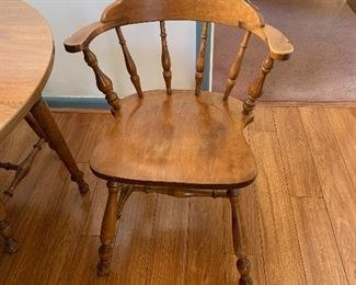 Pic of chair that goes with kitchen table
