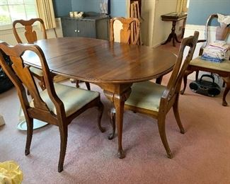 $250 Dining Table and 6 Chairs ( 2 leaves and table pads)