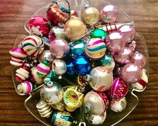 Giant collection of vintage 1950's xmas balls