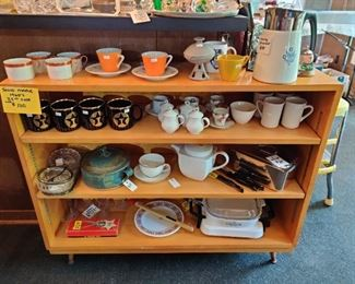 maple adjustable shelving, items n shelf not included