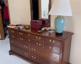Stickley Dresser w/mirror