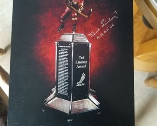 TED LINDSAY HALL OF FAME AWARD: THIS IS WHEN THE LESTER PETERSON AWARD BECAME RE-NAMED TO TED LINDSAY ; SIGNED PHOTO