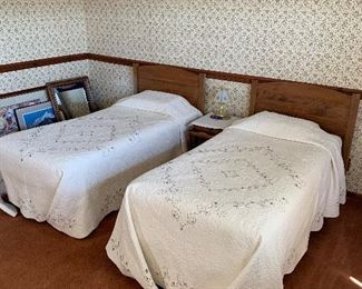 Beautiful Twin Size Beds, Bedspreads