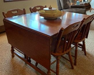 Hardrock Maple Drop Leaf Table and Chairs in Beautiful condition!