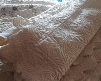 Queen size embroidered cream quilt with shams Very pretty.