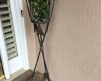 arrow wrought metal stand