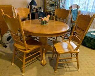 Oak dining room table, four chairs, one leaf