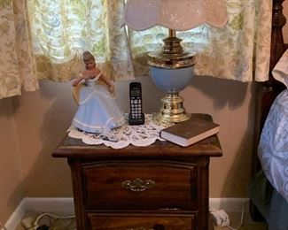 Queen bed, nightstand, and dresser with mirror set