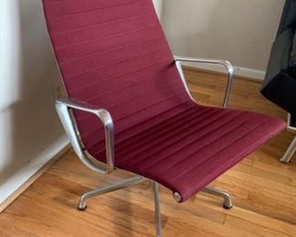 """Herman Miller executive chair (24""""W x 18""""D x 33""""T, seat height 17"""") - $750 or best offer"""