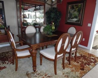 Broyhill Dining Set in mint condition