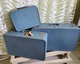 $100 - Vintage Osh Kosh Luggage Set