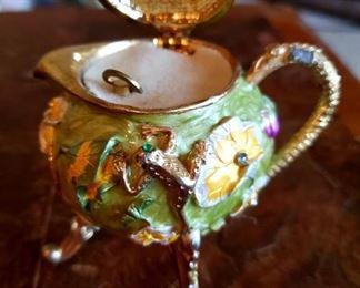 $40 - Teapot Musical Box