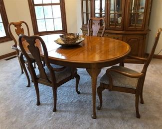 """Thomasville dining room table with 4 armchairs, 2 leafs and pads - 68"""" x 44"""" without leafs - $300"""