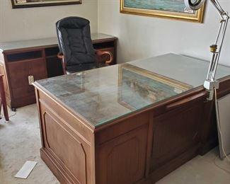"2 Office Desks With Rolling Chair Office Desks Measures Approx 68""(L)×31""(H)×36""(W). 69""(L)× 30""(H)×21.5(W)"