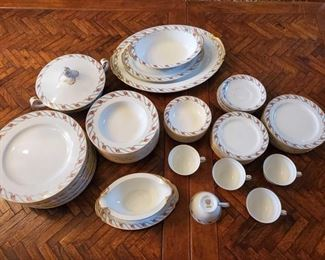 "65-Piece Noritake Maywood 5154 Includes tea cups(5), saucers(7), gravy bowl, covered vegetable bowl, dinner plates(11), salad plates(7), bread plates(9), soup bowls(9), 5.5"" bowls(7)"