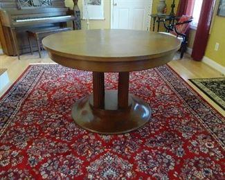 Very unusual round oak pedestal table