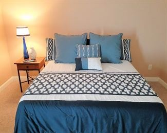 Blue and white bed ensemble - Queen Size - mattress and box springs