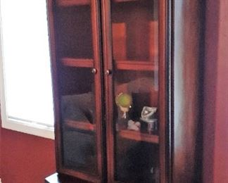 Another view of display cabinet/bookcase