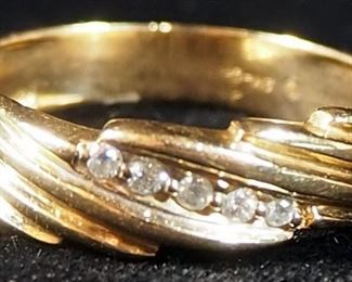 Gent's Fluted Diamond Wedding Band, 5 Diamonds Weighing 0.10 Car Total SI2-SI3 Clarity I Color, In 4.2g 14k Gold Band, With Appraisal, Size 10-1/2
