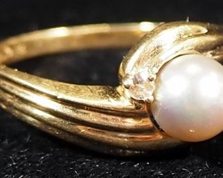 Exquisite 14k Gold Ring With Pearl Like And Clear Stones, Size 6-3/4, 3.07g Including Stones