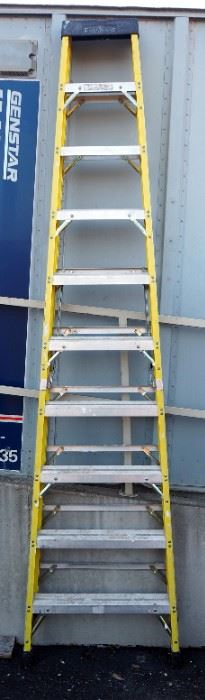 Featherlite 10' Fiberglass Step Ladder