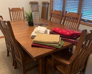 Very nice Table and chairs from Nappanee
