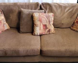 Your Comfy Couch https://ctbids.com/#!/description/share/365968