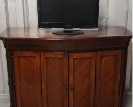 Media Console With TV  https://ctbids.com/#!/description/share/365978