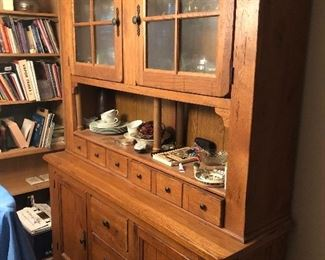 Oak hutch by Broyhill. $285