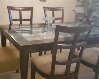 Beautiful Dining set with 6 chairs