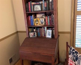 PRIMITIVE BOOK CASE WITH CLOSED CABINET