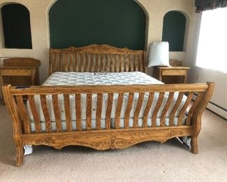 Beautiful solid oak king 3 pc bedroom set!!  But it now $700.  Will deliver!