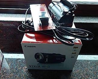 CANON SMALL VIDEO CAMERA W/ BOX & ACCESSORIES. VIXIA HF10.
