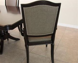 "LEAF IS 20"" 2 CAPT. CHAIRS 4 ARMLESS CHAIRS"