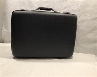 American Tourister suitcase https://ctbids.com/#!/description/share/369279