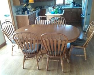 001 Richardson Brothers Dining Room Set